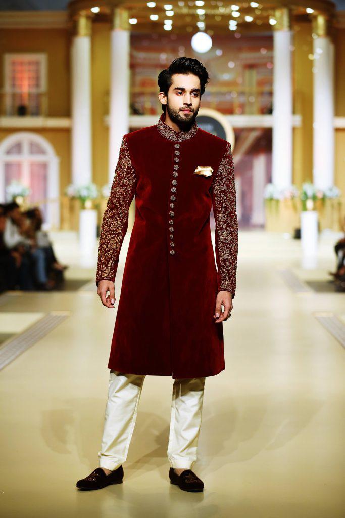 Online wedding dress shopping in Pakistan, buy Pakistani